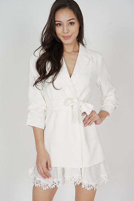 Jundio Blazer Dress in White