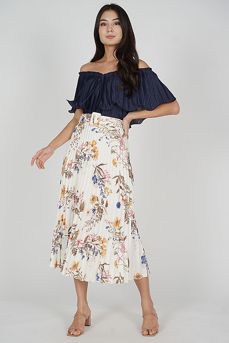Cairis Pleated Skirt in White Floral