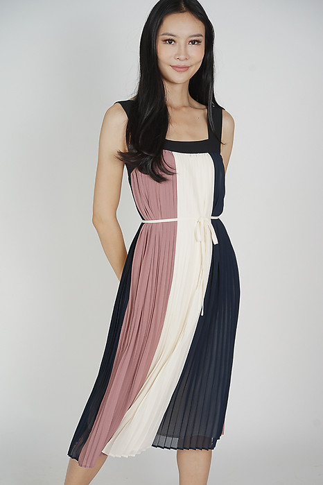 Lorene Color-Block Pleated Dress in Midnight