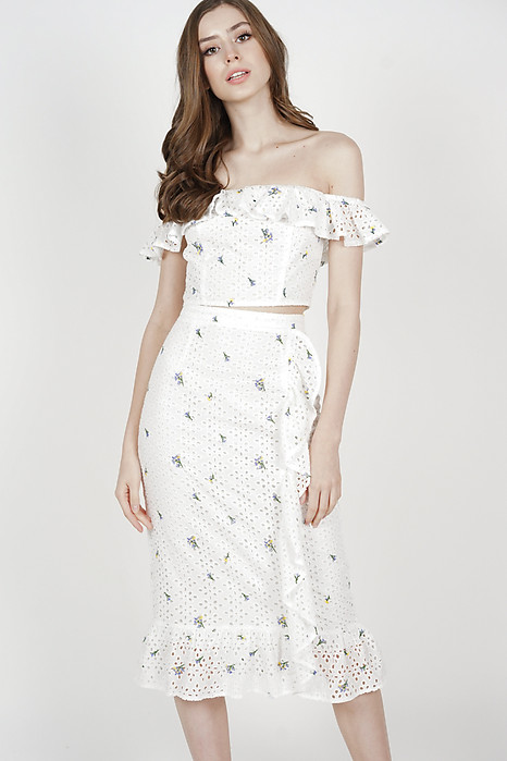 Maedria Ruffled Skirt in White Mini Floral