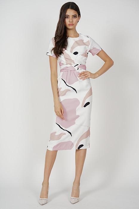 Maiza Abstract Midi Dress in Pink