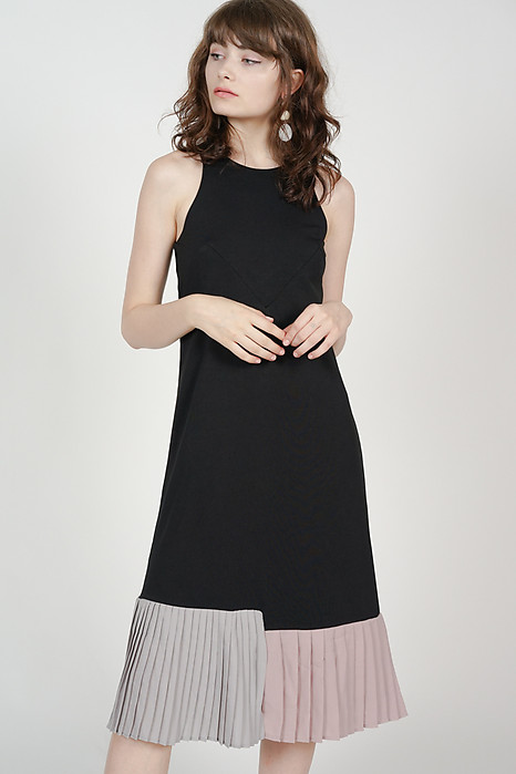 Contrast Pleated Dress in Black