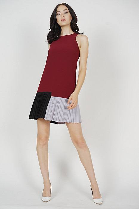Contrast Pleated Mini Dress in Maroon