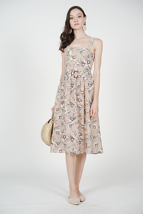 Olena Gathered Dress in Nude Floral