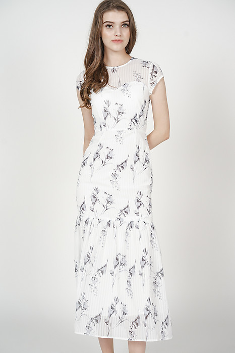 Evanora Ruffled-Hem Dress in White Floral