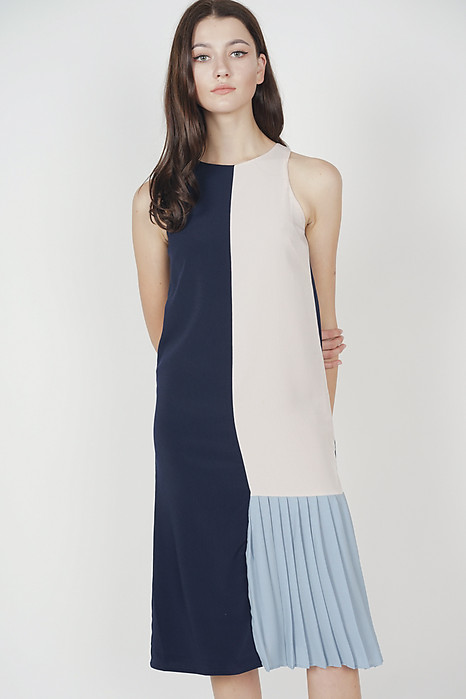 Danae Contrast Pleated Dress in Navy