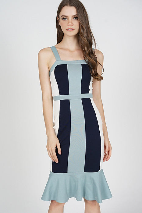 Dallas Contrast Dress in Ash Blue
