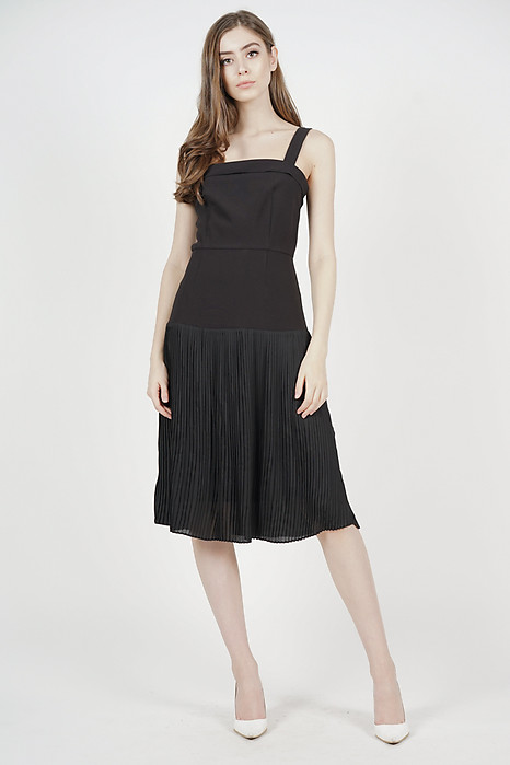 Coretta Pleated-Hem Dress in Black