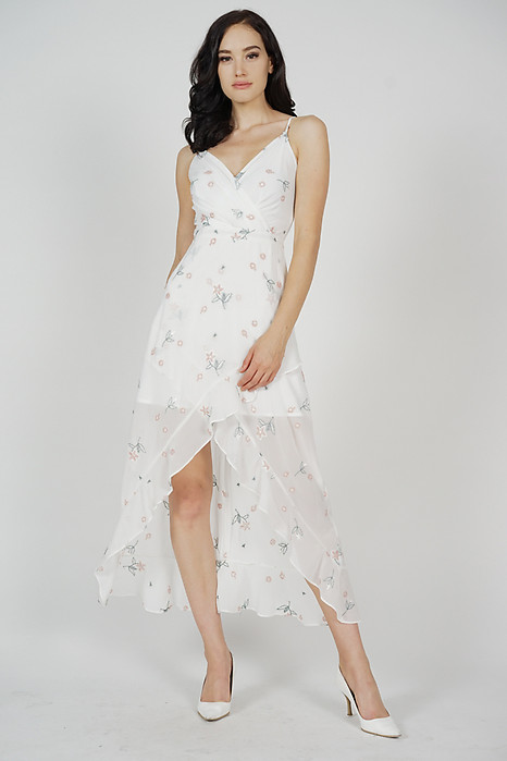 Teraina Ruffled Dress in White Floral