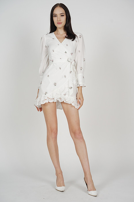 Reyka Sleeved Dress in White Floral