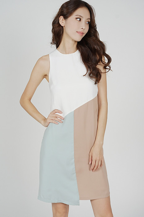 Daffy Color-Block Shift Dress in White