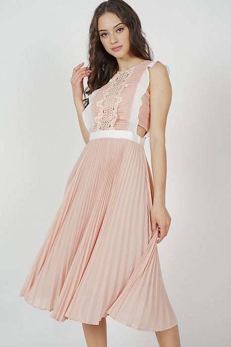 Aspen Ruffled Dress in Pink
