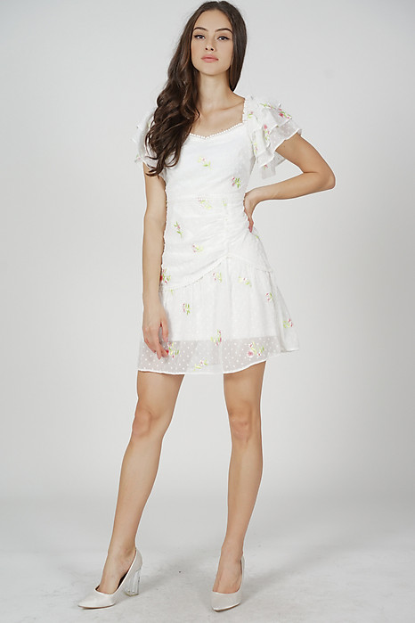 Eidyn Ruffled Dress in White Floral