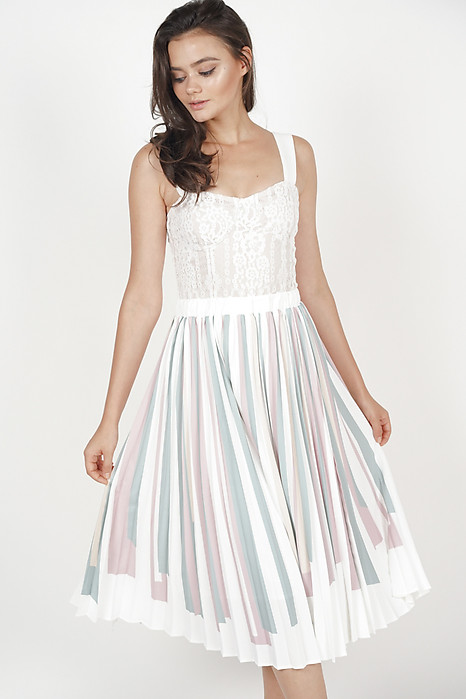 Contrast Pleated Skirt in White