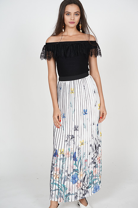 Bonita Pleated Skirt in White Floral