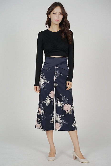 Gredia Overlay Criss Cross Pants in Midnight Floral