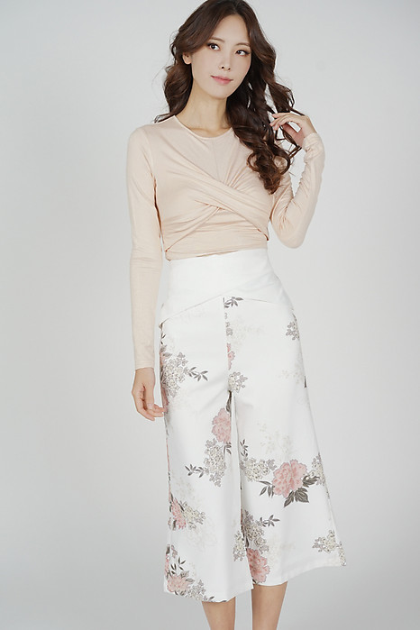 Gredia Overlay Criss Cross Pants in White Floral