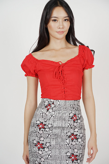 Lace-Up Puffy Top in Red