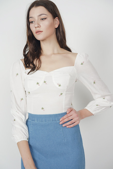 Daphney Sleeved Top in White Floral