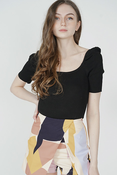 Nairna Sleeved Top in Black - Online Exclusive