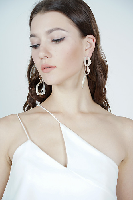 Cretia Chain Earrings in Taupe