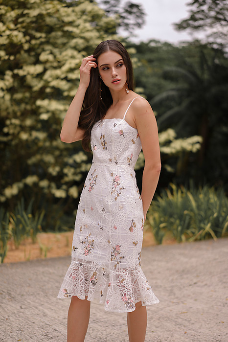 Gaura Ruffled Dress in White Floral