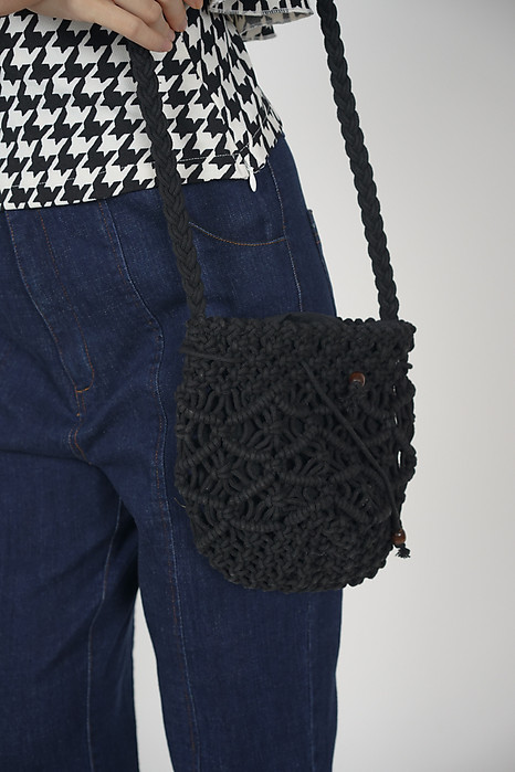 Crochet Pineapple Bag in Ebony