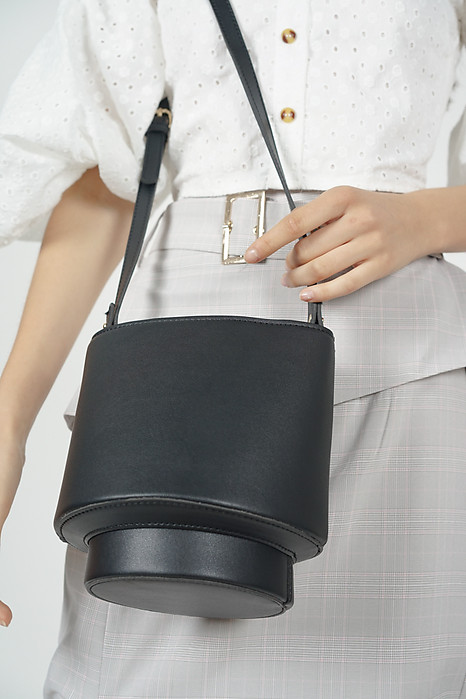 Capsule Bag in Black