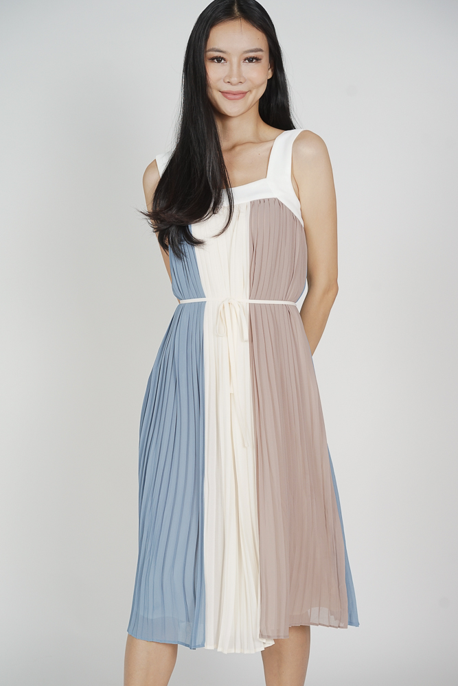 Lorene Color-Block Pleated Dress in Ash Blue