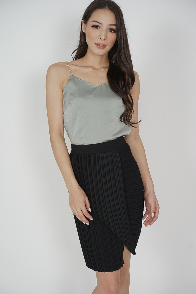 Dabun Pleated Layered Skirt in Black