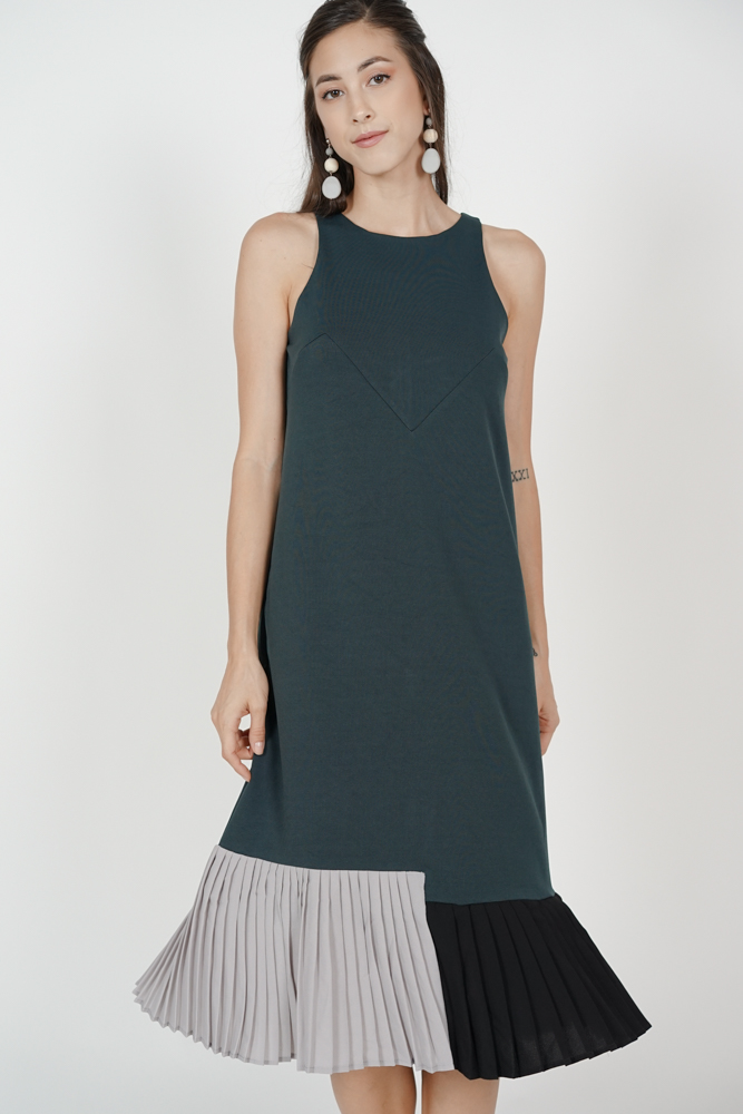 Contrast Pleated Dress in Green