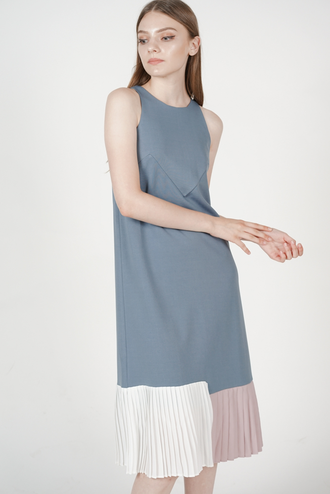 Contrast Pleated Dress in Grey