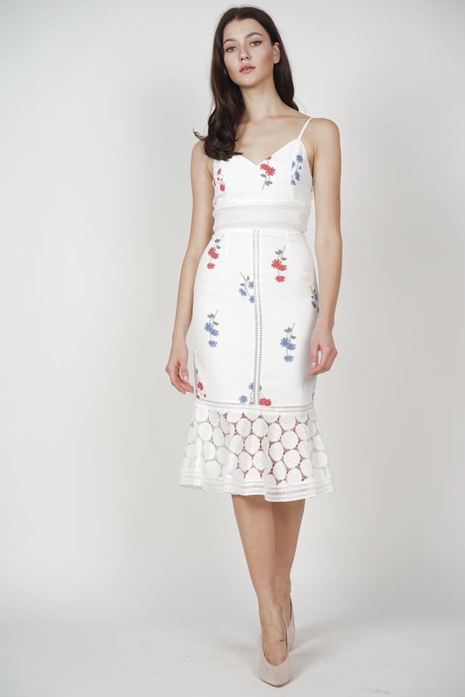 Bellari Lace Dress in White Floral