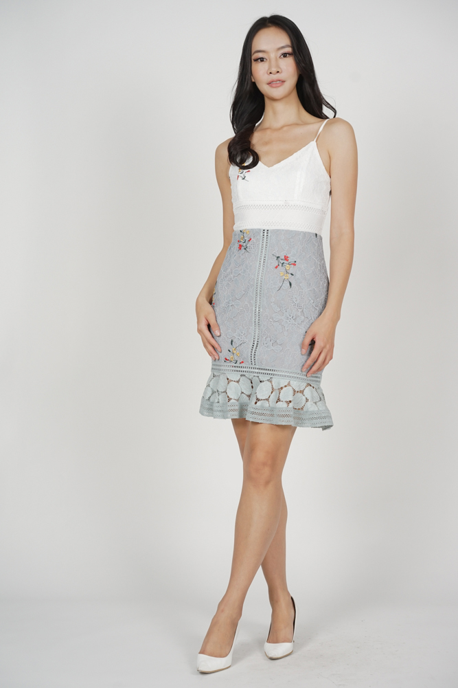 Lindea Ruffled-Hem Dress in White Grey