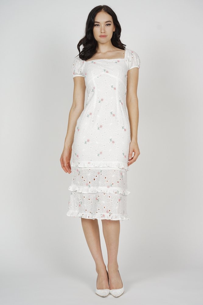 Josna Ruffled Dress in White Floral
