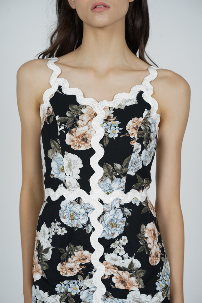 Kaven Ruched Dress in Black Floral