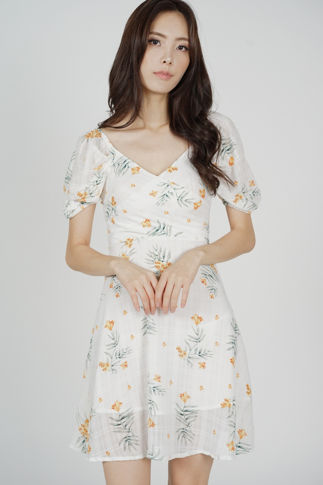 Seilyn Puffy Dress in White Yellow Floral