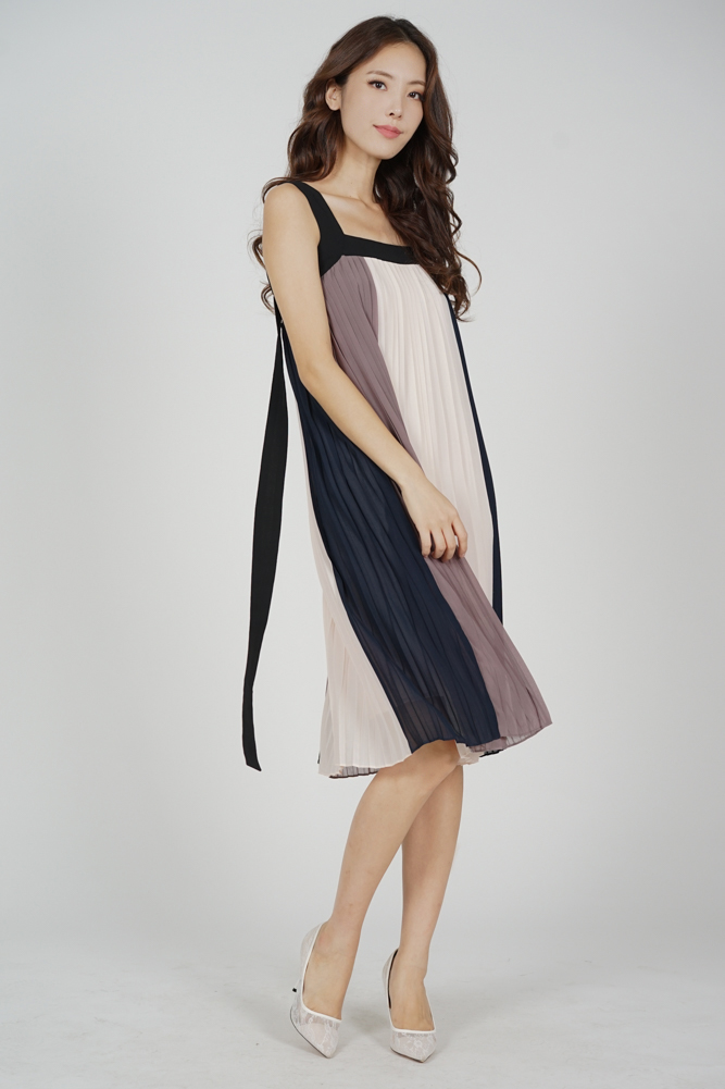 Serzo Color-Block Pleated Dress in Grey