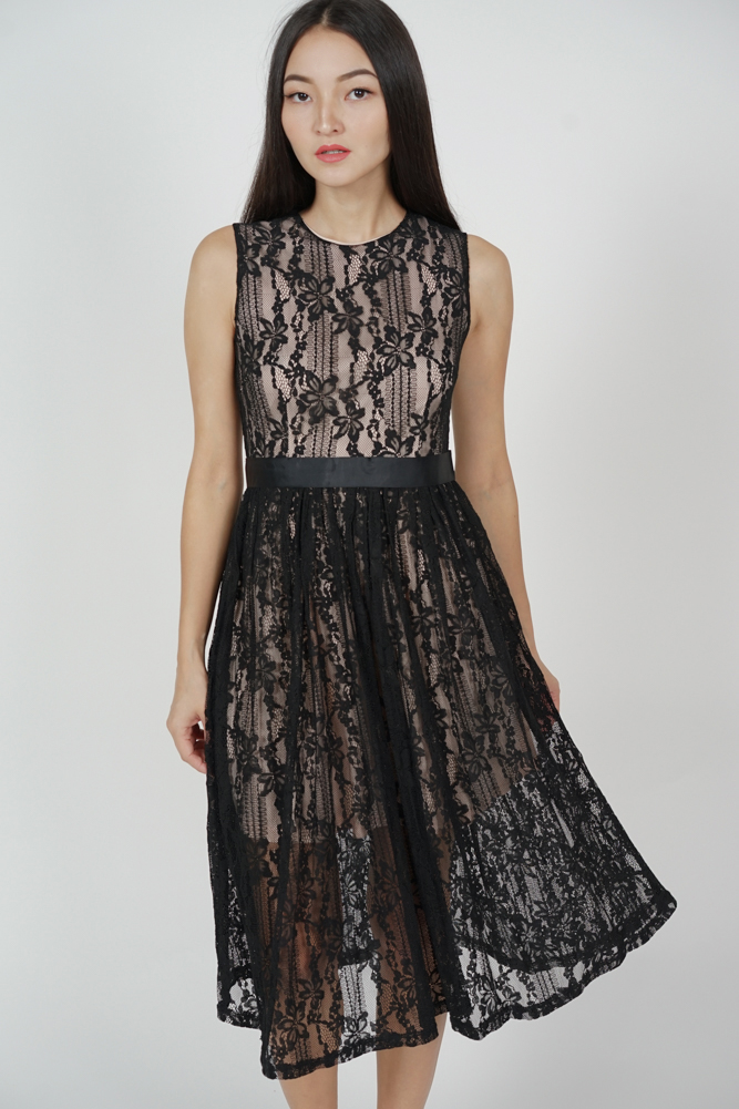Pora Gathered Lace Dress in Black