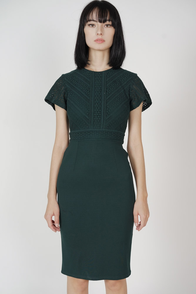 Jazmin Lace Midi Dress in Forest Green