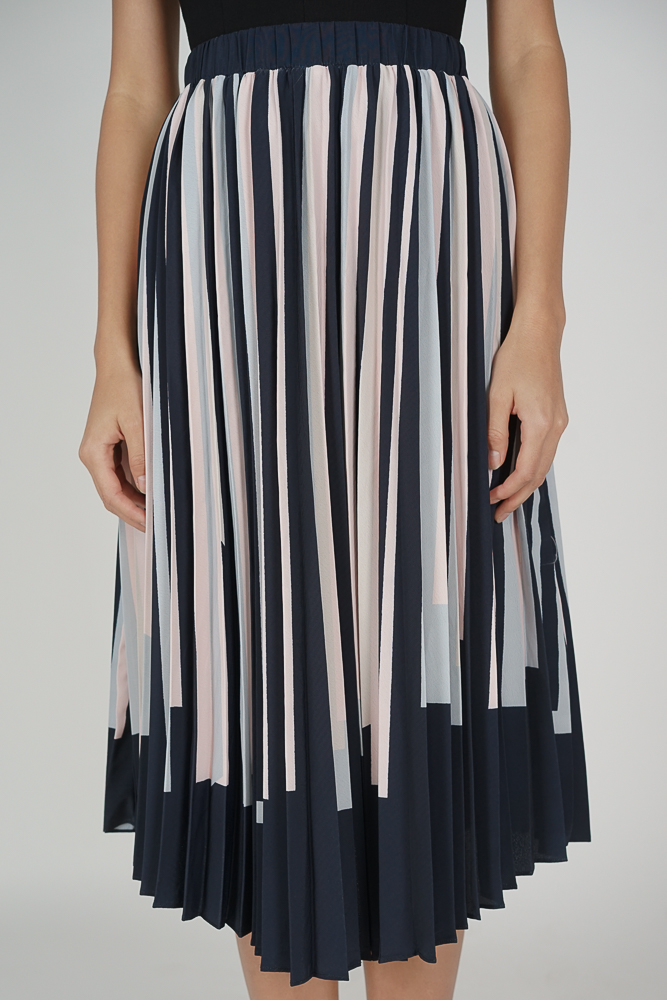Jamien Contrast Pleated Skirt in Midnight