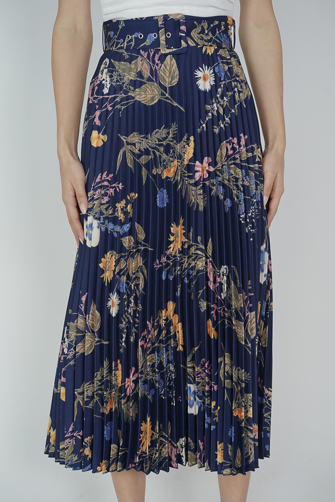 Cairis Pleated Skirt in Midnight Floral