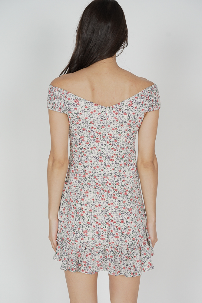 Arwen Ruched Dress in White Floral - Online Exclusive