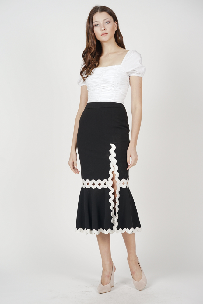 Naomi Slit Skirt in Black