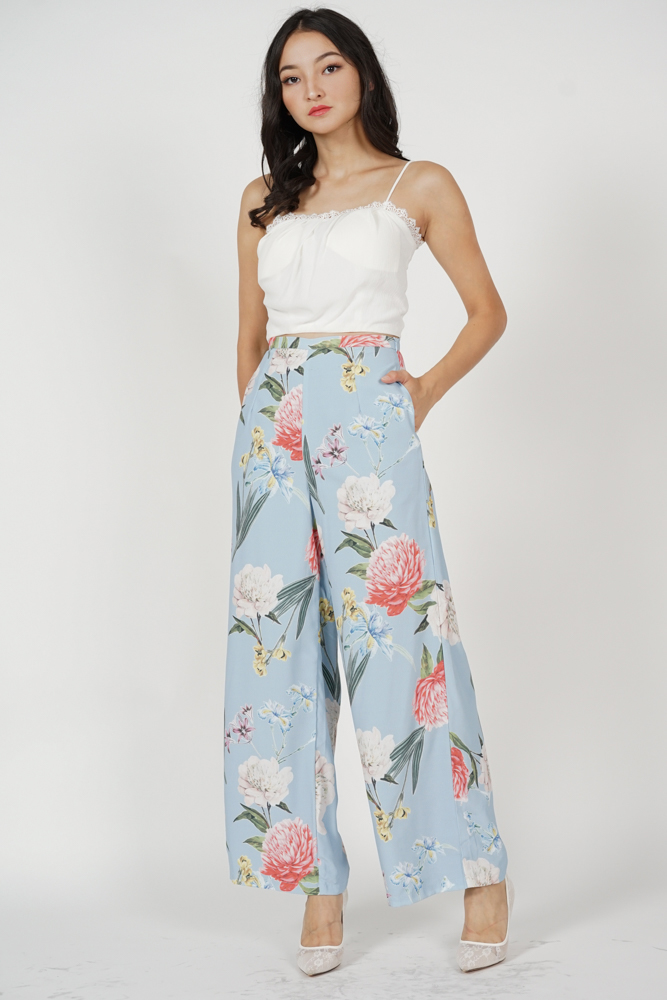 Seiri Wide Leg Pants in Light Blue Floral