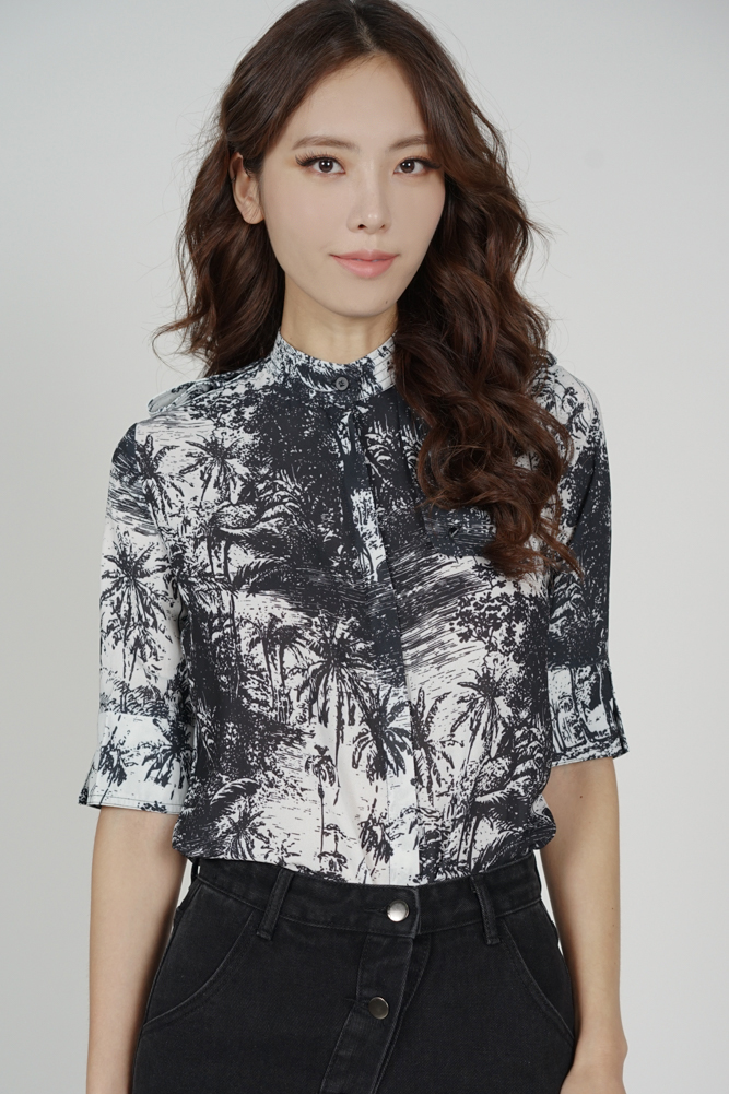 Renda Button Sleeved Top in Black White