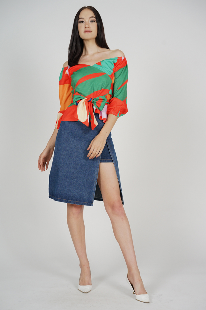 Yenie Overlay Puffy Top in Orange Abstract