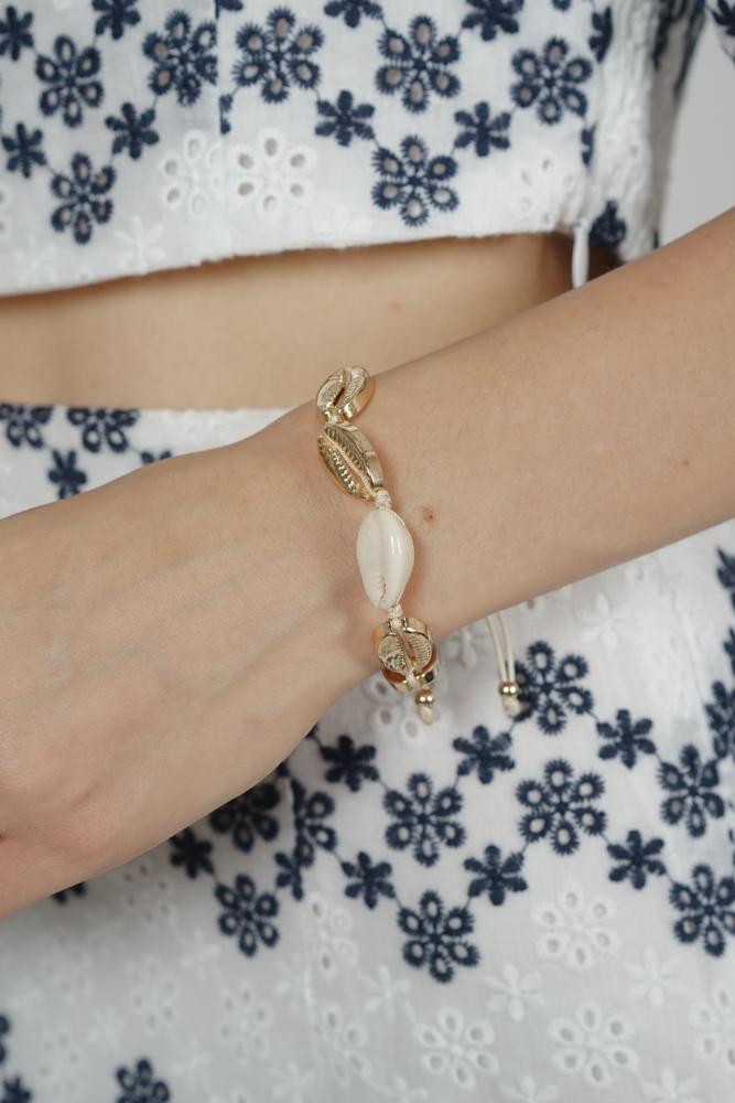 Ula Seashell Bracelet in Gold - Arriving Soon