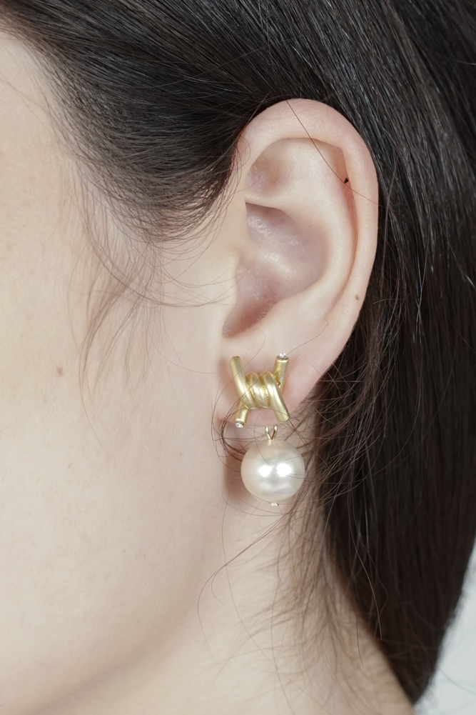 Harri Pearl Earring in Gold - Arriving Soon