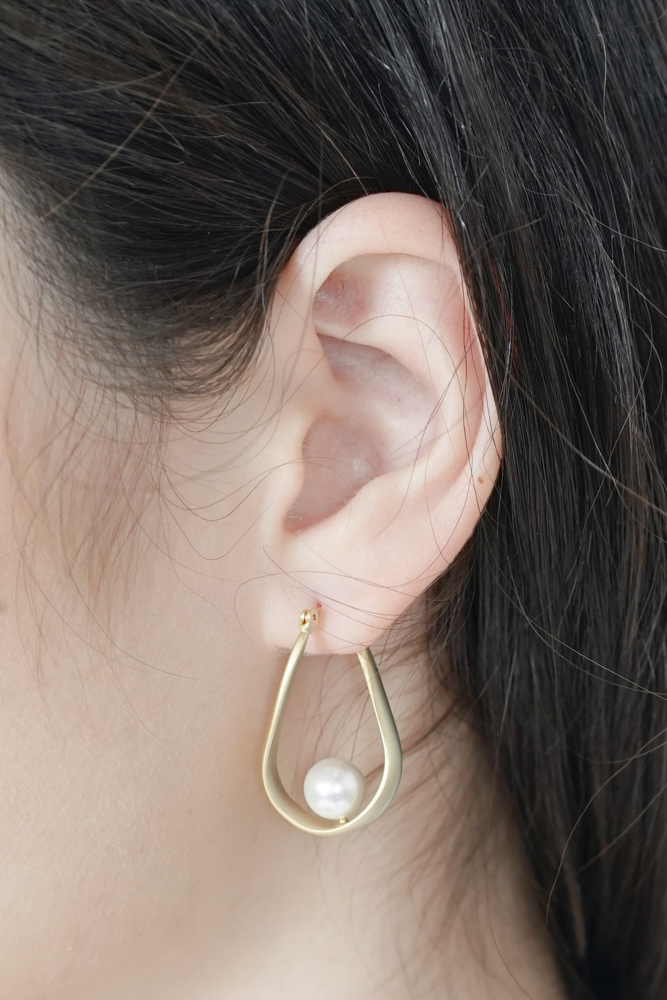Sheyla Teardrop Earrings with Pearl in Gold - Arriving Soon